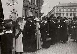 Demonstrationståg_för_kvinnorösträtten,_Göteborg_-_Nordiska_Museet_-_NMA.0032617